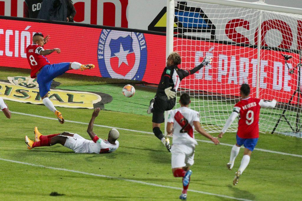 Chile gana su primer partido ante una Perú que se hunde