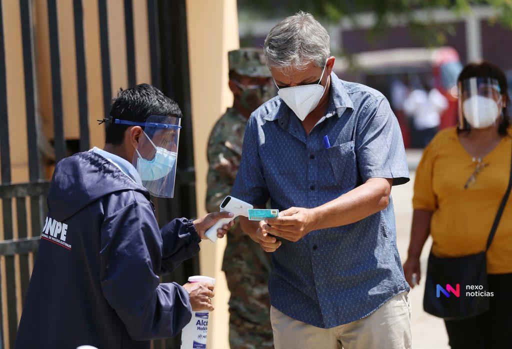 Numerosos retrasos en la apertura de mesas electorales en Perú